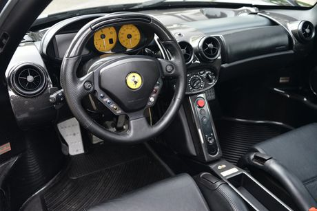 Ngam Ferrari Enzo den bong gia 75,9 ty dong - Anh 3
