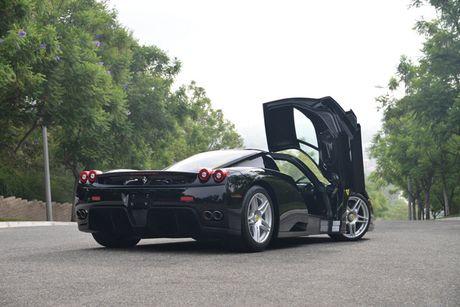 Ngam Ferrari Enzo den bong gia 75,9 ty dong - Anh 4