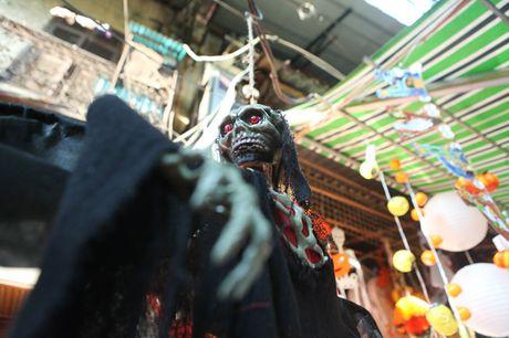 Do choi ma quy ngap tran pho co Ha Noi truoc ngay Halloween - Anh 6