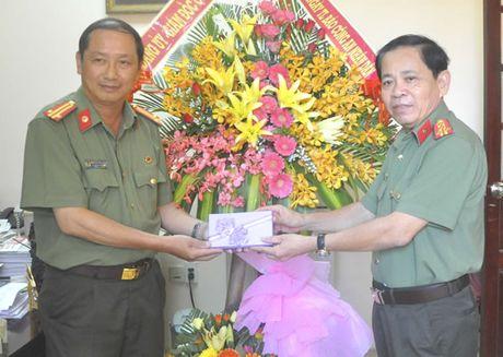 Lanh dao CATP chuc mung Bao CAND nhan ky niem 70 nam thanh lap - Anh 1