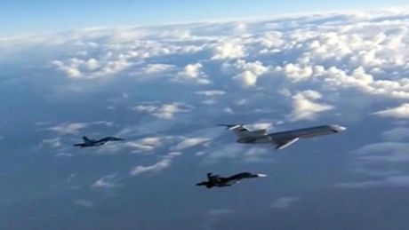 Hai may bay cua My - Nga suyt dam nhau o bau troi phia dong Syria - Anh 1