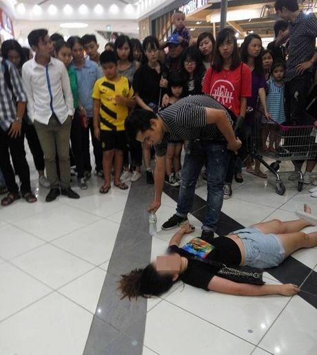 Fan ngat tai cho khi chen lan xem Noo Phuoc Thinh bieu dien - Anh 1