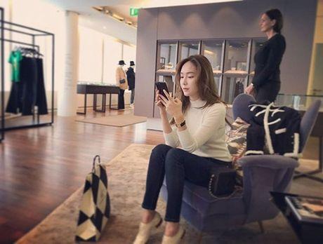 Sao Han 29/10: Seol Hyun hoa meo de thuong, Jessica di shopping sang chanh - Anh 6