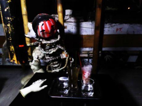 Tim cam giac rung ron, ma mi tai ca phe 'am phu' dip le Halloween - Anh 6