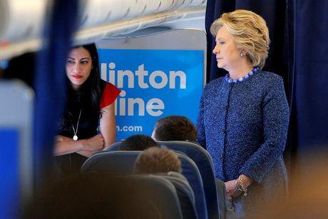 FBI mo lai cuoc dieu tra ve email bi lo cua ba Hillary - Anh 1