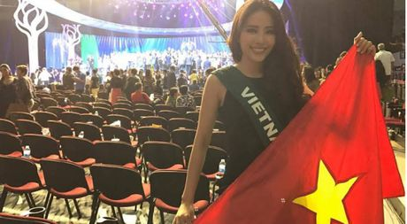 Clip Nam Em noi ve su lung tung tai phan van dap chung ket Miss Earth 2016 - Anh 1