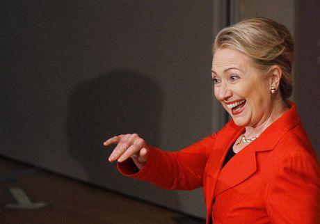 FBI dieu tra vu email, ba Hillary gap thu thach hay 'van may lon' ngay truoc them bau cu? - Anh 1