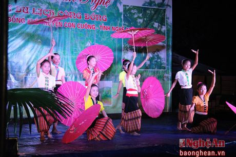 Pho Chu tich Quoc hoi Tong Thi Phong nhay sap cung dan ban Con Cuong - Anh 4