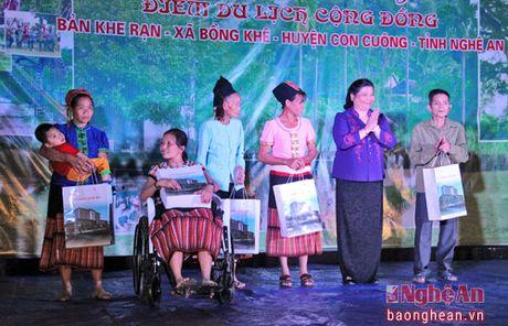 Pho Chu tich Quoc hoi Tong Thi Phong nhay sap cung dan ban Con Cuong - Anh 6