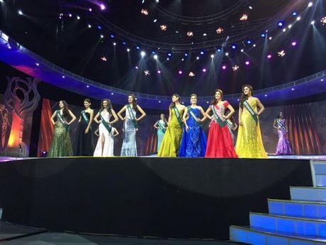 Miss Earth 2016: Nam Em truot mat tam ve vao top 4 trong tiec nuoi vi loi cua… phien dich? - Anh 12