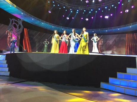 Miss Earth 2016: Nam Em truot mat tam ve vao top 4 trong tiec nuoi vi loi cua… phien dich? - Anh 14
