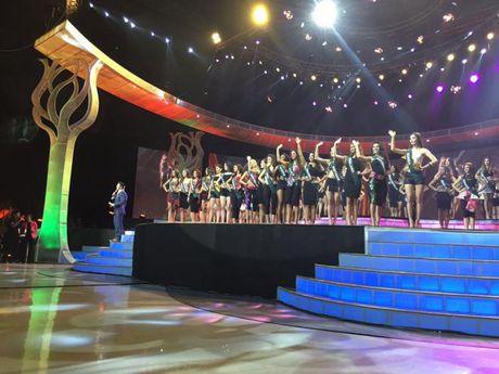 Miss Earth 2016: Nam Em truot mat tam ve vao top 4 trong tiec nuoi vi loi cua… phien dich? - Anh 3