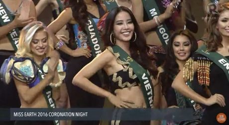 Miss Earth 2016: Nam Em truot mat tam ve vao top 4 trong tiec nuoi vi loi cua… phien dich? - Anh 4
