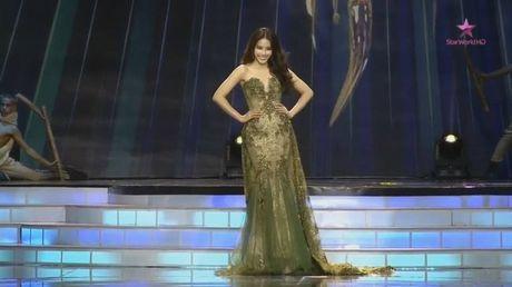 Miss Earth 2016: Nam Em truot mat tam ve vao top 4 trong tiec nuoi vi loi cua… phien dich? - Anh 8