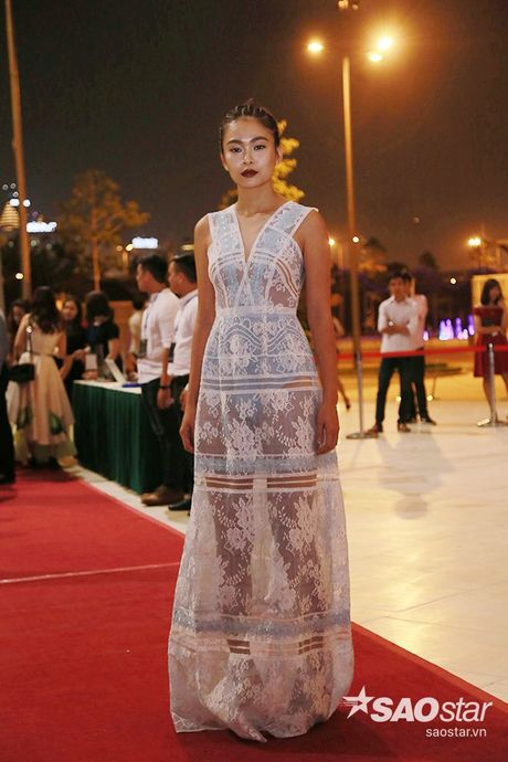 Dan my nhan Viet long lay khoe dang, do sac tren tham do show dien thoi trang - Anh 13