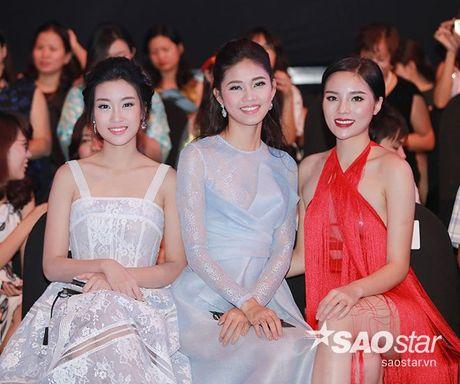 Dan my nhan Viet long lay khoe dang, do sac tren tham do show dien thoi trang - Anh 18