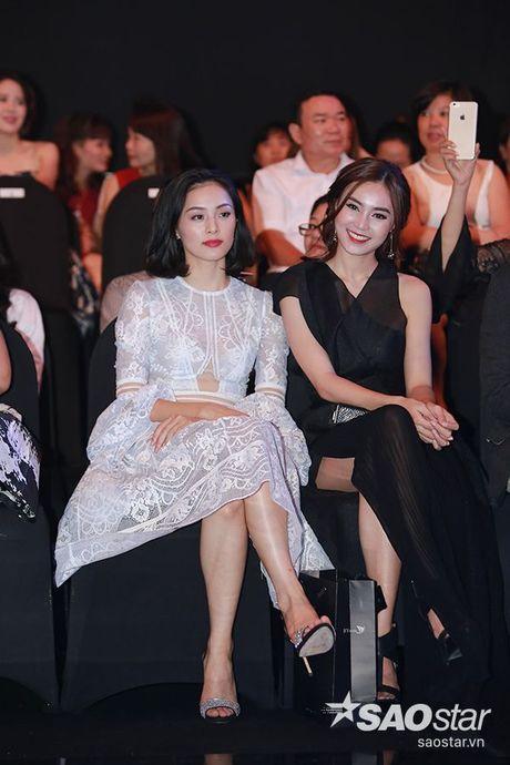 Dan my nhan Viet long lay khoe dang, do sac tren tham do show dien thoi trang - Anh 21