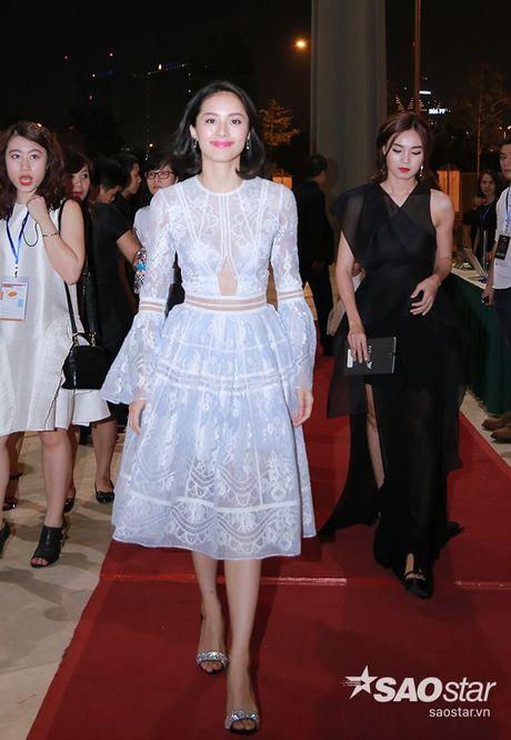 Dan my nhan Viet long lay khoe dang, do sac tren tham do show dien thoi trang - Anh 3