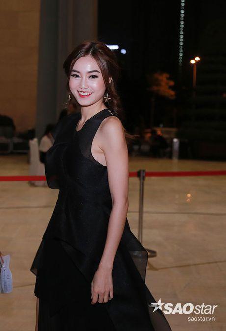 Dan my nhan Viet long lay khoe dang, do sac tren tham do show dien thoi trang - Anh 4