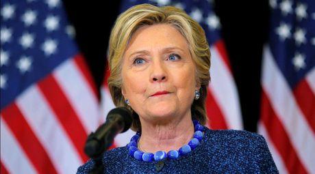FBI dieu tra vu email ba Clinton khi bau cu tong thong My chi con 10 ngay - Anh 1