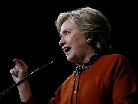 FBI bat ngo dieu tra ba Clinton ngay truoc bau cu - Anh 1