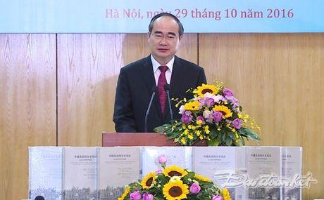 Them mot cuon sach minh chung cho tinh huu nghi Viet - Trung - Anh 1