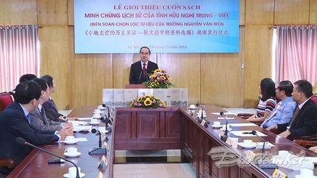 Them mot cuon sach minh chung cho tinh huu nghi Viet - Trung - Anh 2