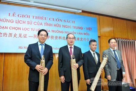 Them mot cuon sach minh chung cho tinh huu nghi Viet - Trung - Anh 7