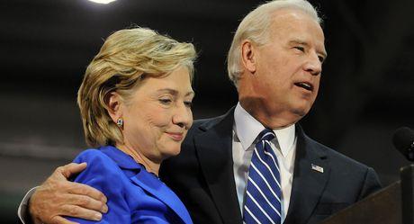 Bi FBI tai dieu tra, Clinton hung don nang truoc them bau cu - Anh 2