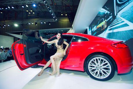 Thuy Tien goi cam ben dan xe sang Audi - Anh 1