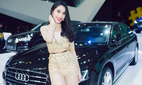 Thuy Tien goi cam ben dan xe sang Audi - Anh 2