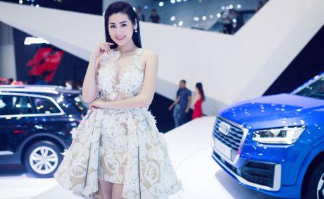 Thuy Tien goi cam ben dan xe sang Audi - Anh 3
