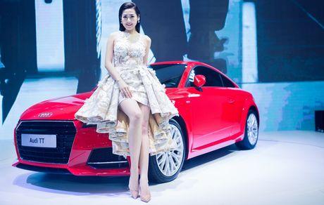 Thuy Tien goi cam ben dan xe sang Audi - Anh 4