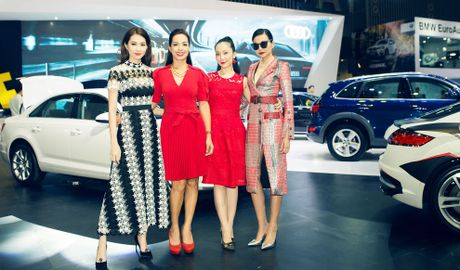 Thuy Tien goi cam ben dan xe sang Audi - Anh 5