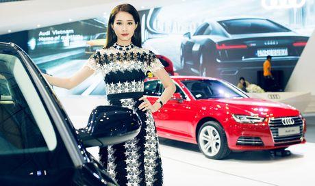 Thuy Tien goi cam ben dan xe sang Audi - Anh 7