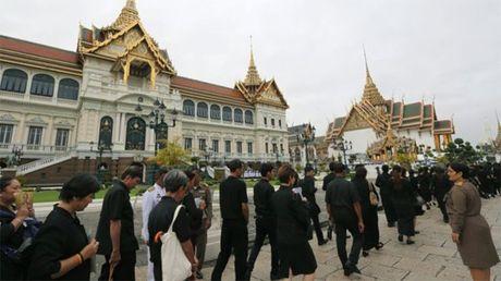 Dan Thai Lan nuom nuop vao vieng Duc Vua - Anh 1