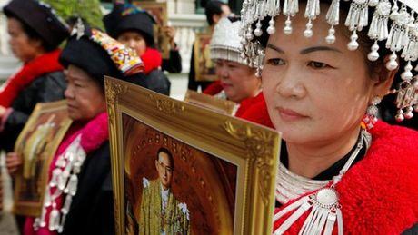 Dan Thai Lan nuom nuop vao vieng Duc Vua - Anh 3