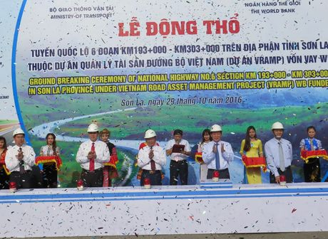 Bat dau bao tri lon duong Moc Chau den TP. Son La - Anh 1