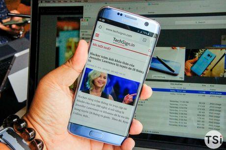 Man nhan voi hinh anh chiec Samsung Galaxy S7 Edge Blue Coral - Anh 1