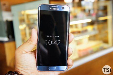 Man nhan voi hinh anh chiec Samsung Galaxy S7 Edge Blue Coral - Anh 2
