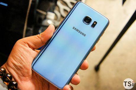 Man nhan voi hinh anh chiec Samsung Galaxy S7 Edge Blue Coral - Anh 3