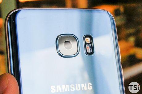 Man nhan voi hinh anh chiec Samsung Galaxy S7 Edge Blue Coral - Anh 5