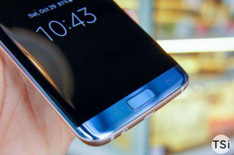 Man nhan voi hinh anh chiec Samsung Galaxy S7 Edge Blue Coral - Anh 7