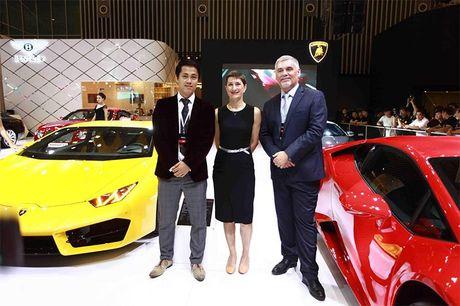 Chiem nguong 'Khung long tam sac' Lamborghini Huracan LP 580-2 - Anh 1