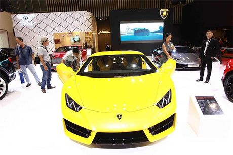 Chiem nguong 'Khung long tam sac' Lamborghini Huracan LP 580-2 - Anh 3