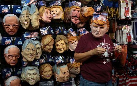 Mat na Trump 'chay hang', duoc yeu thich hon mat na Clinton trong dip Halloween 2016 - Anh 3