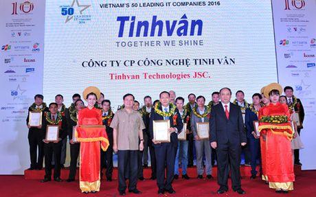Chung nhan 50 Doanh nghiep CNTT hang dau Viet Nam 2016 - Anh 1