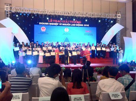 Trao giai thuong 'Doanh nghiep vi nguoi lao dong 2016' - Anh 1