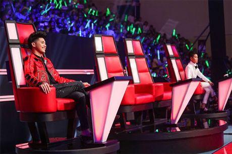Dong Nhi va ban trai de trong ghe nong khien The Voice Kids 'nao loan' - Anh 1