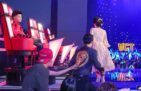 Dong Nhi va ban trai de trong ghe nong khien The Voice Kids 'nao loan' - Anh 3